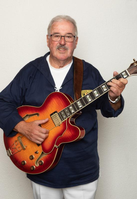 M. Czichy, Gitarre